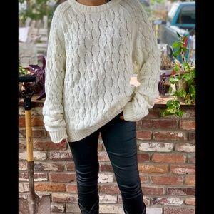 Vintage cozy knitted cream sweater.